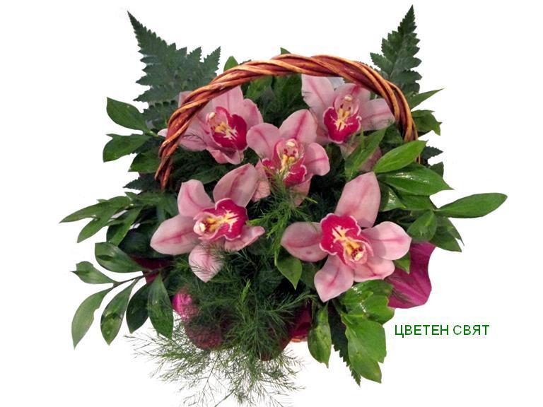 Цвят от орхидея в кошничка