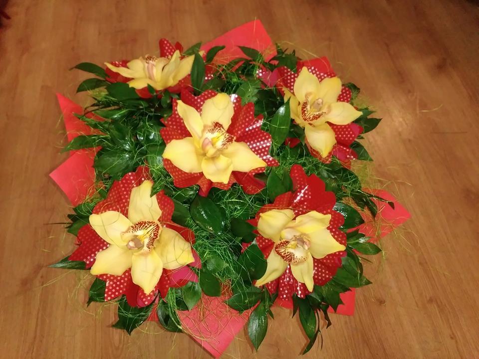 орхидея в жълто