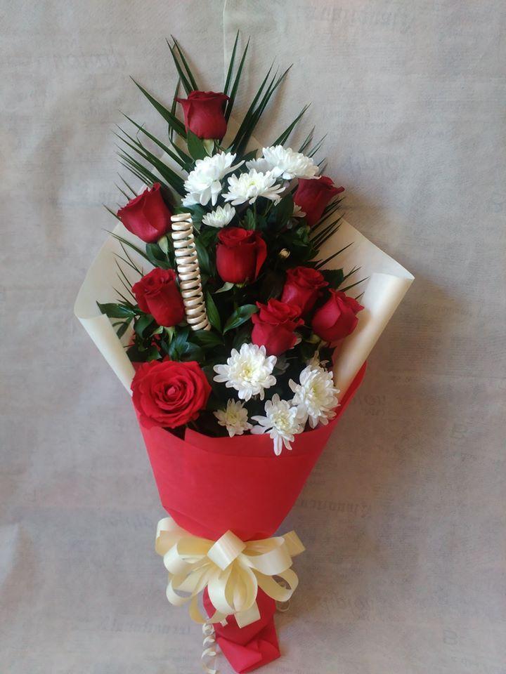 Рози и хризантема