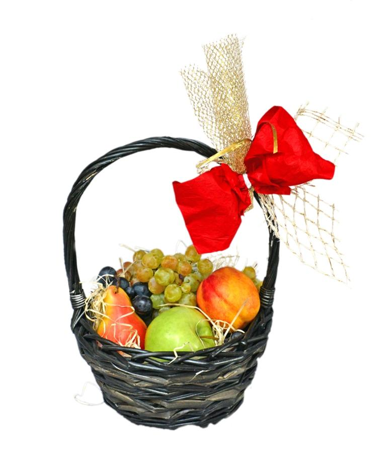 Малка кошница с плодове