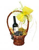 Кошница с плодове и вино